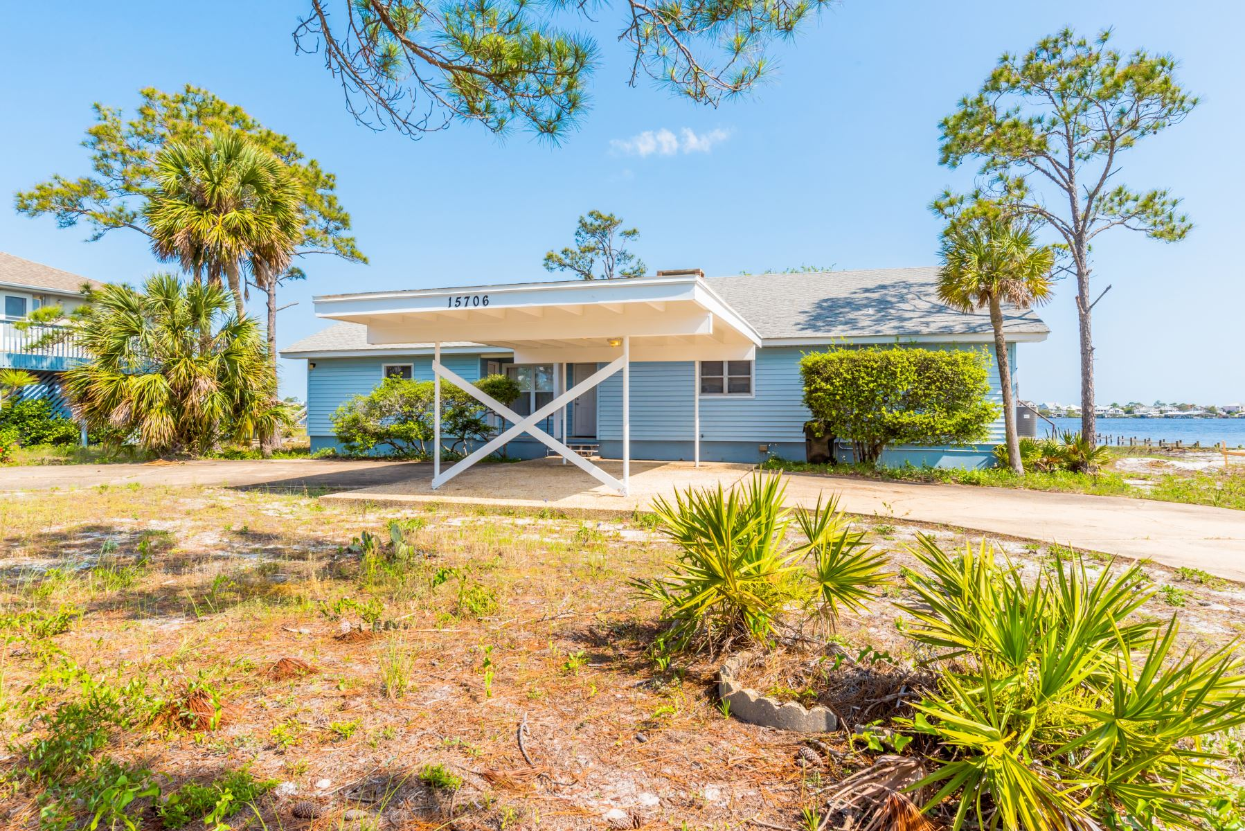 Riverfront Perdido Key house rentals along the Ole River